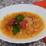 Польский суп с колбасой и фасолью