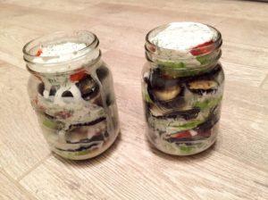 ovoshhi-gril-pod-sousom-iz-jogurta-i-kinzy-s-myatoj