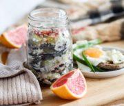 Овощи-гриль под соусом из йогурта и кинзы с мятой