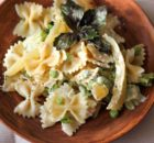 Запеченная паста с овощами и сливочным соусом