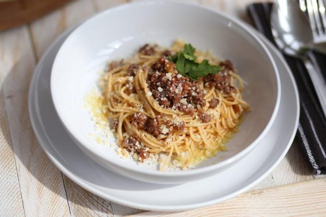 Спагетти под соусом Болоньезе: простой рецепт