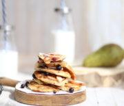 Оладьи на кефире с фруктами: быстрый рецепт