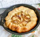 Галета с творожным сыром и грушами: простой десерт