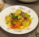 Жаркое из картофеля с тушенкой: дачный ужин