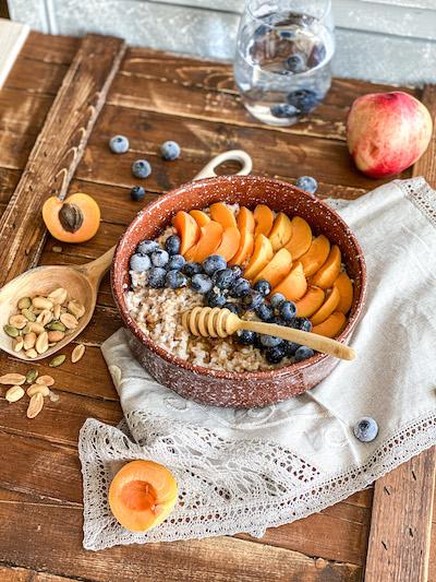 каша из полбы с фруктами